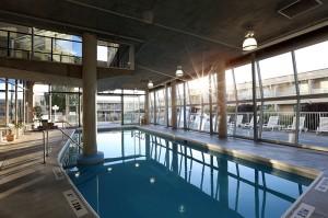 BW-Kelowna-Hotel-Pool-3421-2560pxW